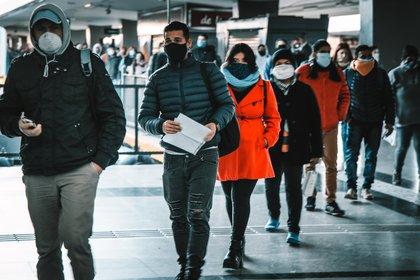 La restricción del transporte público ayudó a reducir los contagios (Thomas Khazki)