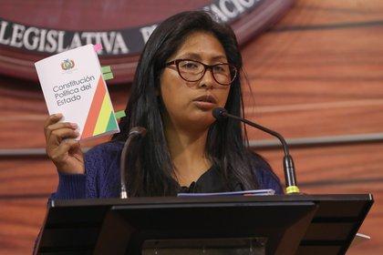 Eva Copa teien 34 años, fue dirigenet estudiantil y luego eligedia senadora nacional por el MAS. (EFE/Martin Alipaz)