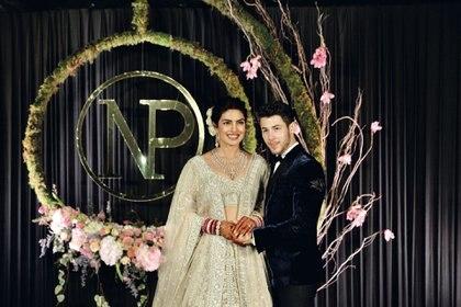 """Diciembre. La actriz hindú más famosa del mundo y el cantante de Jonas Brothers sellaron su amor con dos ceremonias, una hinduista y otra cristiana. """"""""Nuestra boda fue una unión de religiones"""" dijeron los recién casados…por partida doble."""