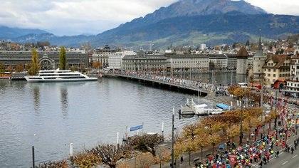 """Postal de la """"Swiss City Marathon"""" que se corre en Lucerna, Suiza"""