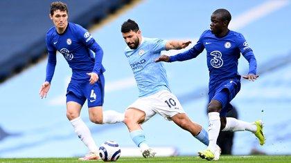 En un partido para el olvido de Agüero, Manchester City perdió sobre la hora con Chelsea y se privó de gritar campeón