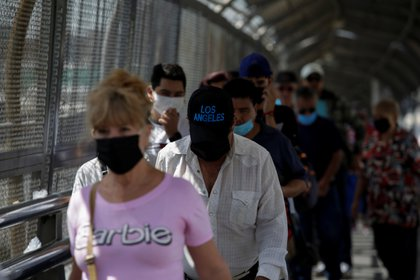 La COVID-19 ha afectado a 32 mil 388 trabajadores sanitarios a nivel nacional, entre enfermeras (41%), médicos (30%) y empleados administrativos (26%) (Foto: Reuters/Jose Luis Gonzalez)