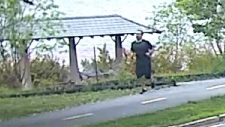 La policía intenta identificar al sospechoso