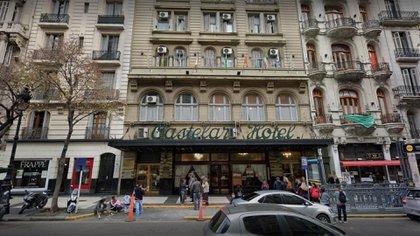 El hotel Castelar, sobre la Avenida de Mayo, uno de los históricos de Buenos Aires, cerrado hace varios meses