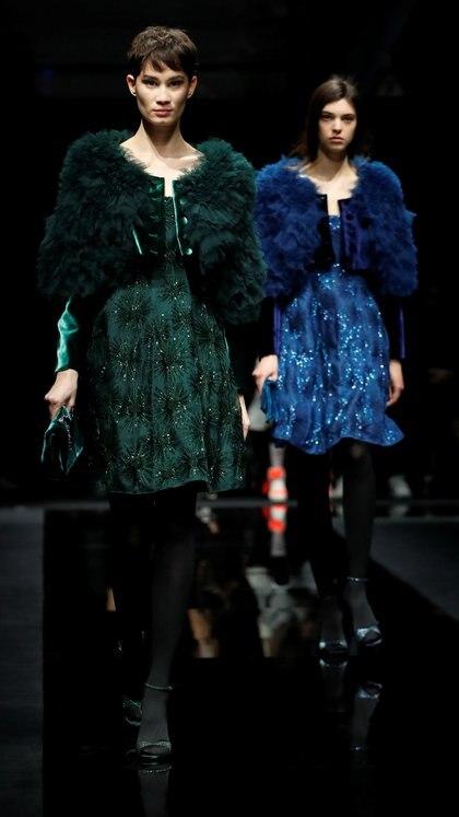 Modelos presentan la creación de Emporio Armani otoño/invierno 2020  durante el Milan Fashion Week (REUTERS)