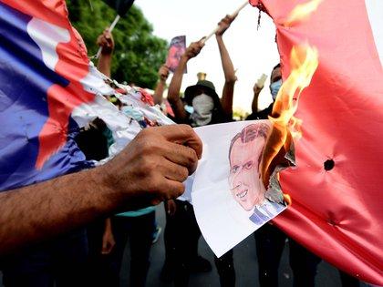 Protesta en la embajada francesa en Bagdad, este lunes. EFE/EPA/MURTAJA LATEEF