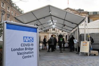 Vacunatorio contra COVID-19 en Londres - REUTERS/Toby Melville