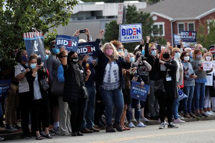 Seguidores candidatos Joe Biden en Greensburg, PA.  REUTERS / Mike Segar