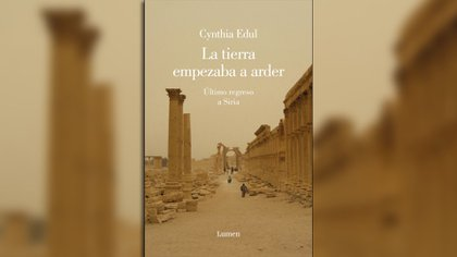 """""""La tierra empezaba a arder"""" (Lumen, 2019)recorre dos historias: la de un país devastado por la guerra y la de una familia que vive enun territorio mítico"""