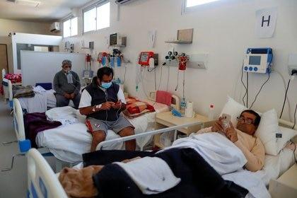 Pacientes internados en un hospital de Ezeiza. Lo peor en el conurbano parece ya haber pasado ( REUTERS/Agustin Marcarian)
