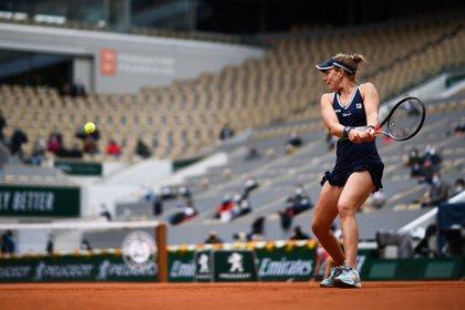 Nadia Podoroska logró el triunfo más importante de su carrera para llegar a las semifinales de Roland Garros (Photo by Martin BUREAU / AFP)