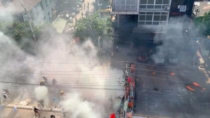 Cientos de manifestantes se encuentran atrincherados por el asedio de las fuerzas de seguridad (Bangkoksighseeing Facebook/via REUTERS)