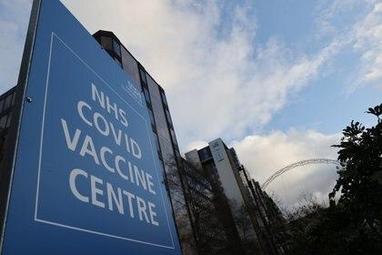 Uno de los centros de vacunación europeos . REUTERS/Carl Recine