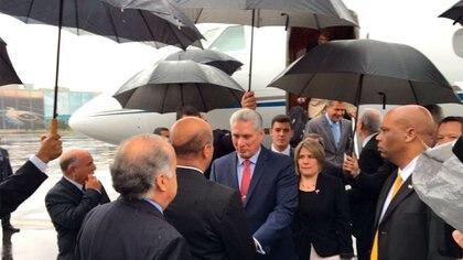 El momento del arribo de Díaz-Canel a México (@PresidenciaCuba)