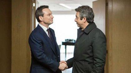 Slater con Darín, en una escena del film