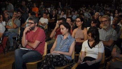La multitud de concurrentes a la charla entre Leila Guerriero y Cristian Alarcón (Nicolás Stulberg)