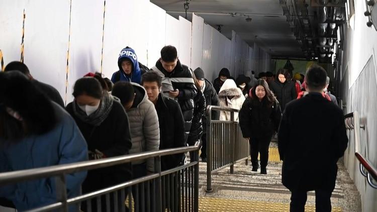 El misterioso virus similar al SARS causó un sexto muerto desde su aparición en el centro de China y se propaga por las grandes ciudades del país, además de llegar ya a otros naciones de Asia, por medio del contagio entre humanos según confirmó el lunes un experto chino.
