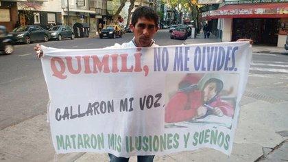 Septiembre de 2016: Mario padre, en una de sus visitas a Buenos Aires para reclamar por el avance del expediente.
