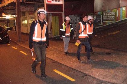 Ingenieros inspeccionan edificios en el distrito central de negocios de Wellington