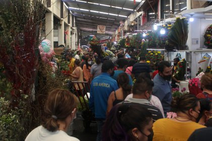 Los pasillos del Mercado de Jamaica lucían llenos de personas que acudían a hacer sus compras por el día de la madre. Foto: Karina Hernández / Infobae