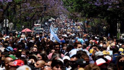 Una multitud espera poder ingresar a Casa Rosada (Adrián Escandar)