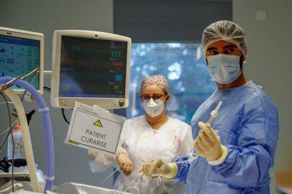 Unidad de Cuidados Intensivos  Intensive del Hospital Robert Ballanger, en Aulnay-sous-Bois, cerca de París, Francia. REUTERS/Gonzalo Fuentes