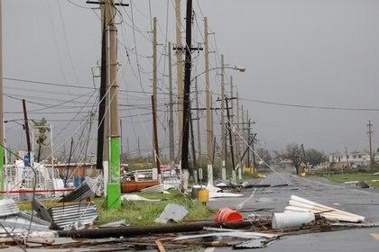 Instalaciones electrificas dañadas por el huracán en Guayama, Puerto Rico (Reuters)