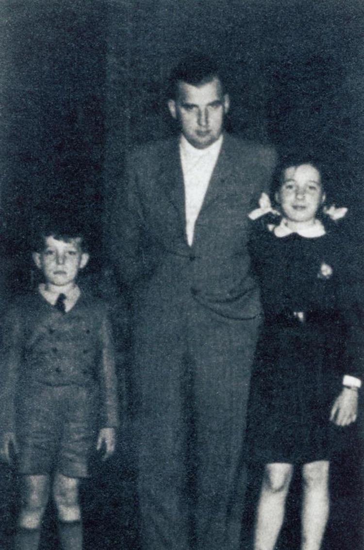 Robert Gies junto a sus hijos Robert, padre de Jacqueline, y Hedda.