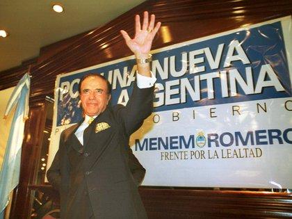 En el 2003 Menem intentó volver a ser presidente. El Partido Justicilista afrontó los comicios dividido. Por un lado Menem, por otro Néstor Kirchner y en un tercer escalón Adolfo Rodríguez Saá. El dirigente riojano ganó con el 24,45% de los votos pero no alcanzó la mayoría para superar a sus contrincantes en primera vuelta. Tenía que enfrentar a Kirchner en el ballotage pero desistió de hacerlo pocos días antes de la elección. Las encuestas le anticipaban una derrota segura