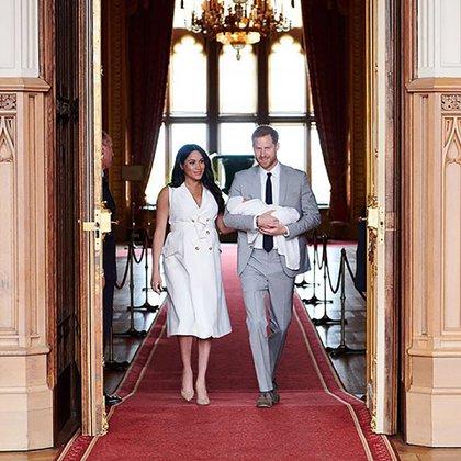 Los duques de Sussex en el castillo de Windsor juntocon su bebé, Archie (@sussexroyal)