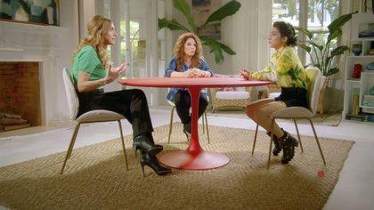 Las tres personalidades hablaron de la sexualidad de la más pequeña del clan en su show Red Table Talks: The Estefans (Foto: Captura de pantalla)