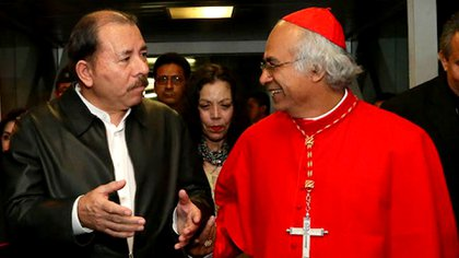 El 3 de marzo de 2014 Daniel Ortega desmintió con su presencia en el recibimiento del nuevo cardenal Leopoldo Brenes, los rumores sobre su muerte que circulaban entonces con insistencia. (Foto tomada de El 19 Digital)