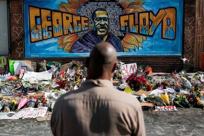 FILE PHOTO: A local resident stands in front of a makeshift memorial honoring George Floyd, at the spot where he was taken into custody, in Minneapolis, Minnesota, U.S., June 1, 2020.  REUTERS/Carlos Barria/File Photo