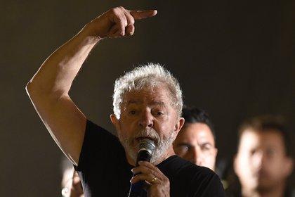 El ex presidente Lula da Silva es quien lidera las encuestas (AFP PHOTO / DOUGLAS MAGNO)