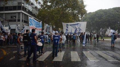 De la marcha forman parte sindicatos, organizaciones sociales y empresarios