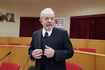 Fotografía de archivo fechada el 13 de febrero de 2020 que muestra al expresidente brasileño Lula da Silva, tras su encuentro con el papa Francisco en el Vaticano. EFE/Gonzalo Sánchez/Archivo