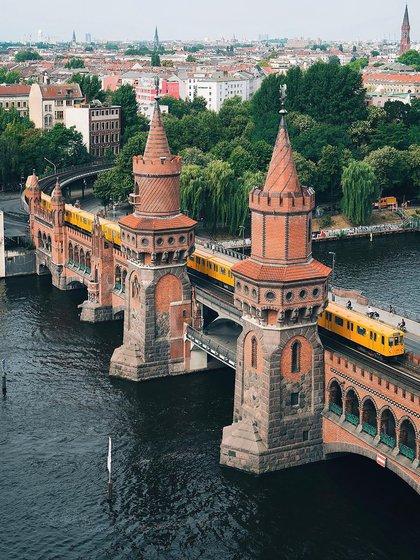 Los veranos de Berlín se caracterizan por presentarse temperaturas agradables y tiempo húmedo. La primavera y el otoño son frescos; no son tan húmedos como el verano (@visit_berlin)