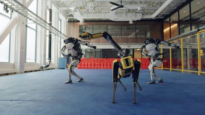 Spot y los dos robots Atlas (Boston Dynamics via REUTERS)