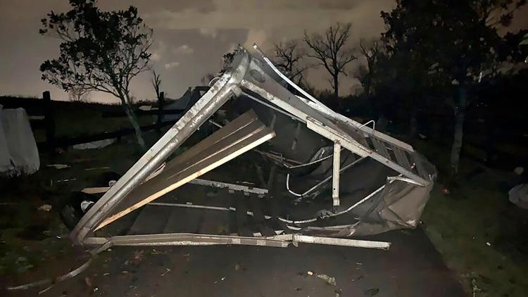 Al menos 22 personas murieron a causa del fuerte temporal (Tara Shaver via AP)