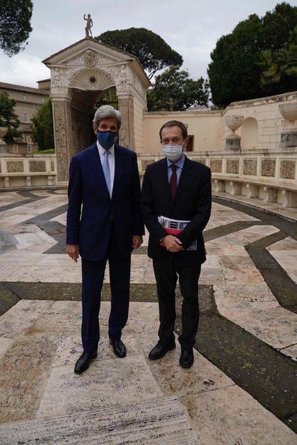 Gustavo Beliz y John Kerry durante el taller académico en el Vaticano