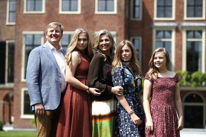 Los reyes de Holanda con sus tres hijas: Amalia (16) Alexia (15) y Ariane (13)