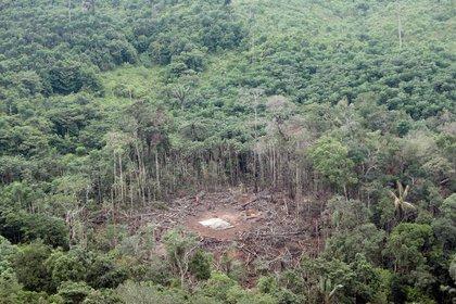 Vista aérea del lugar del bombardeo del 1 de marzo de 2008, realizado por fuerzas colombianas en el que murió el segundo de las FARC, Raúl Reyes, en Angostura, provincia de Sucumbios en zona fronteriza con Colombia. EFE/José Jácome/Archivo