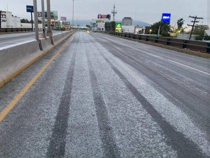 Los efectos del temporal -provocado por el Frente Frío 35 y la novena tormenta invernal-, obligaron a cerrar tramos carreteros (Foto: Protección Civil Monterrey)