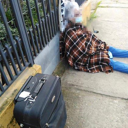 La imagen de la anciana desalojada en plena calle fue la que desató la denuncia de la fiscalía