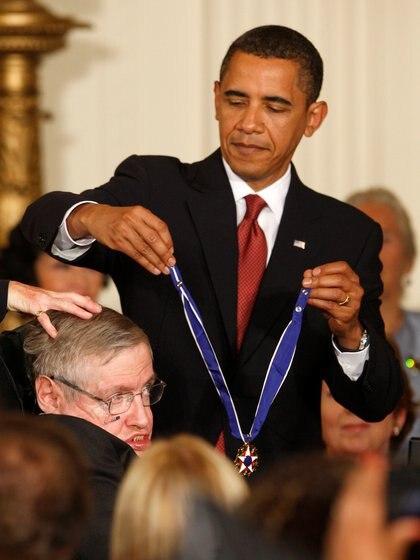 Recibiendo la Medalla de la Libertad de las manos del presidente Obama en 2009 (Reuters)