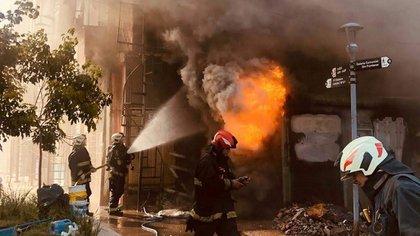 El incendio en el Barrio 31 se desató en una cámara transformadora de Edenor. Crédito: Ministerio de seguridad CABA