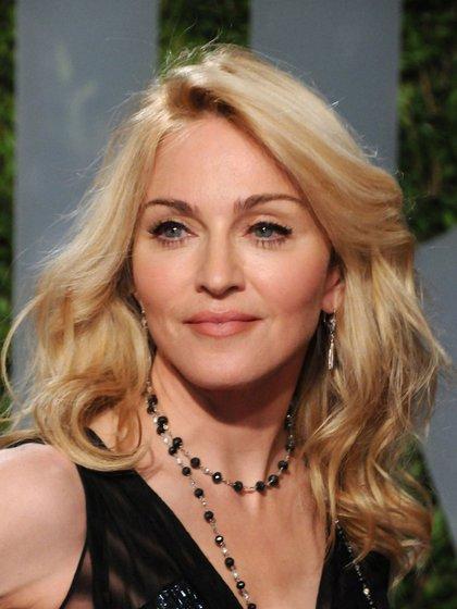 9. La elegancia se hace presente en el estilo de la reina del pop, que hace apariciones con diseños en color negro.