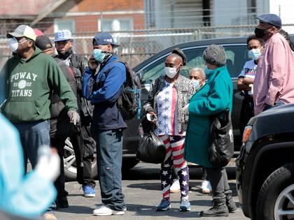 Reisdentes de Detroit hacen fila para acceder a las pruebas gratis de coronavirus REUTERS/Rebecca Cook