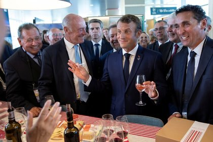 """El presidente francés, Emmanuel Macron, en la Cumbre del G7 que se desarrolló en 2019 en Francia, última de carácter """"presencial"""". Mañana los jefes de Finanzas avanzarán en la emisión del FMI"""