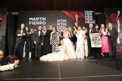 Todos los ganadores subieron al escenario al finalizar la ceremonia para la foto final (Chule Valerga)
